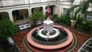 colegio-del-sagrado-corazon-de-jesus-statue